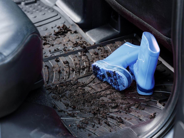 Gummifußmatten von Travall sind nicht hässlich - sie halten das Auto sauber und ordentlich.