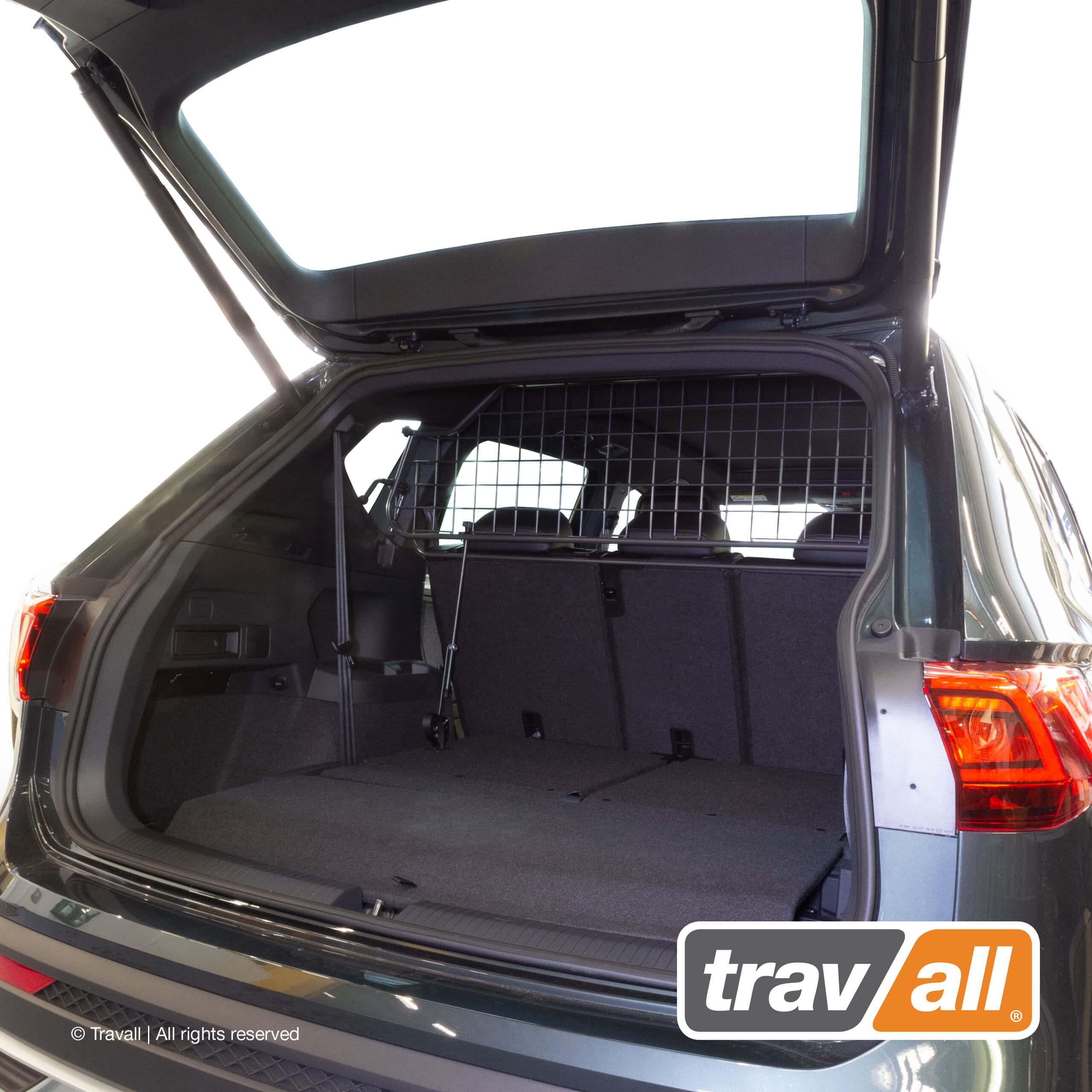 Der SEAT Tarraco ist mit einem maßgefertigten Hundegitter der Marke Travall ausgestattet. Travall ist der weltweit führende Anbieter von fahrzeugspezifischen Hundegittern und Längs-Trenngittern. © Travall