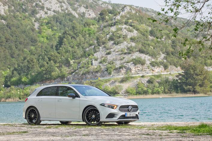 Die Mercedes-Benz A-Klasse kommt an - bei modernen Eltern, Hundebesitzern, Abenteuerlustigen und jungen Wilden. Und nach deren Wünschen haben wir von Travall ein neues, einzigartiges Trenngitter für den Kofferraum entwickelt, das wirklich jeder schnellstmöglich nachrüsten sollte.