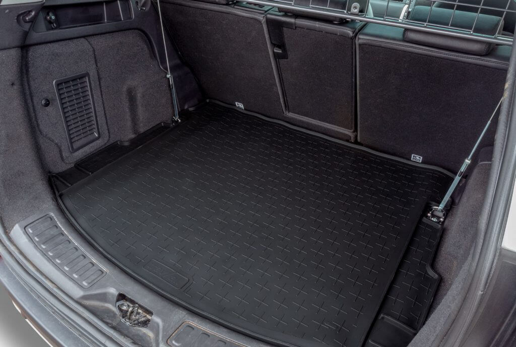 Travall Liner installed in the trunk of the Land Rover Discovery Sport.
